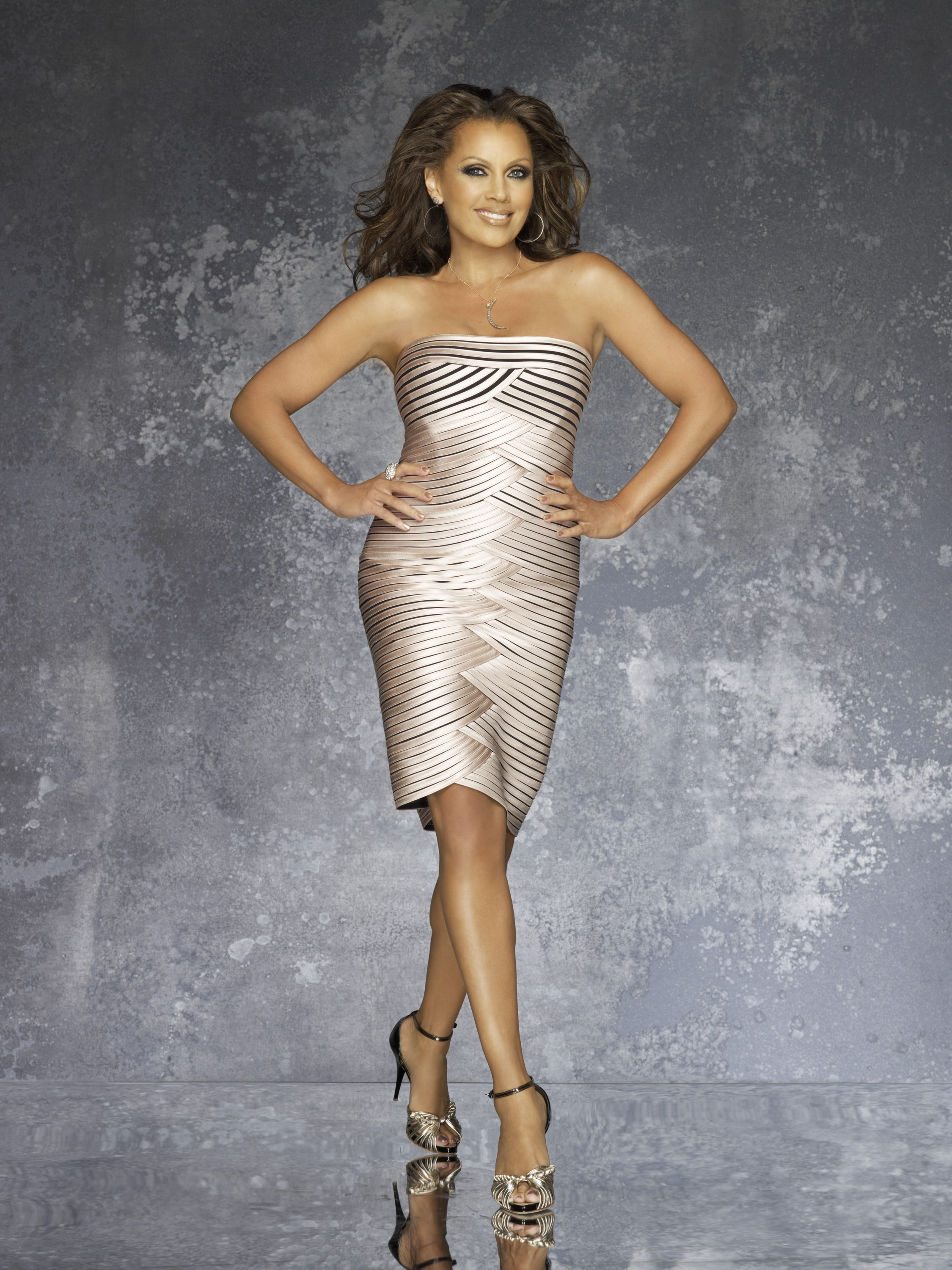 http://seriesaddict.fr/images/galerie/Desperate-Housewives/promoSaison-8/Renee-Desperate-Housewives-Promo-Saison-8-4.jpg