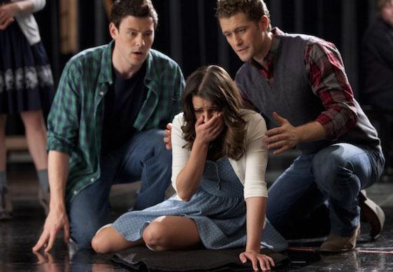 http://seriesaddict.fr/images/galerie/Glee/promo2x18/Rachel-Finn-et-Will-Glee-2x18.jpg