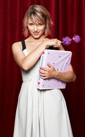 Recherche quelque objet (coupe,chaussure et meuble) Quinn-Glee-Promo-Saison-3