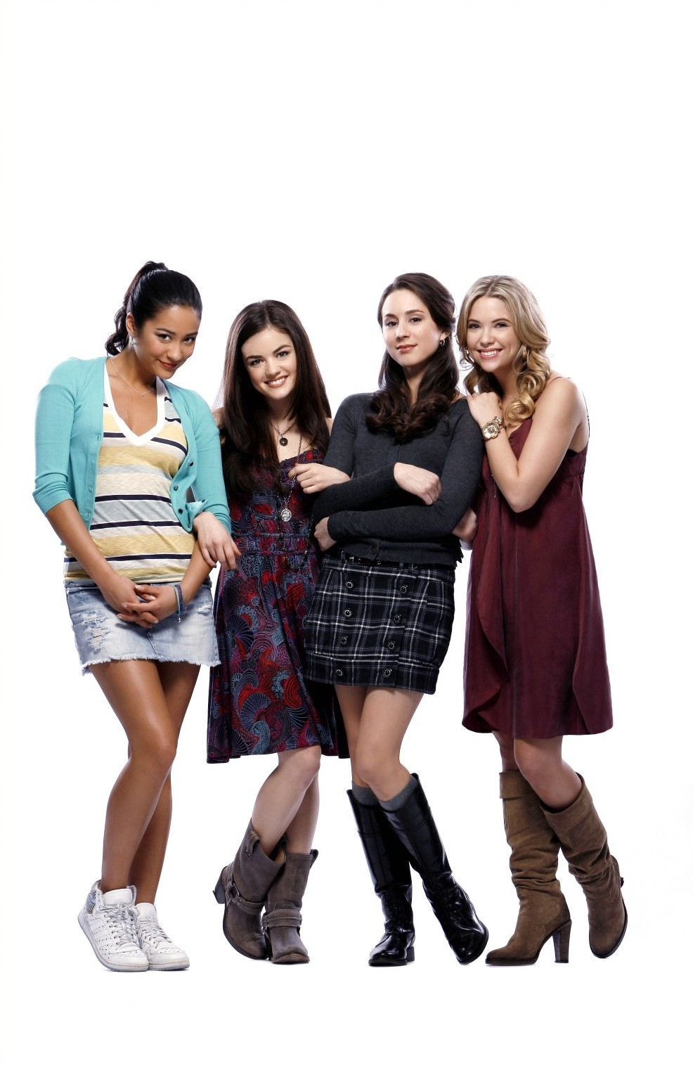 pretty little liars 1 Ali's white floral v-neck dress and purple suede jacket on pretty little liars emily's yellow graphic tee and leather skirt on pretty little liars.