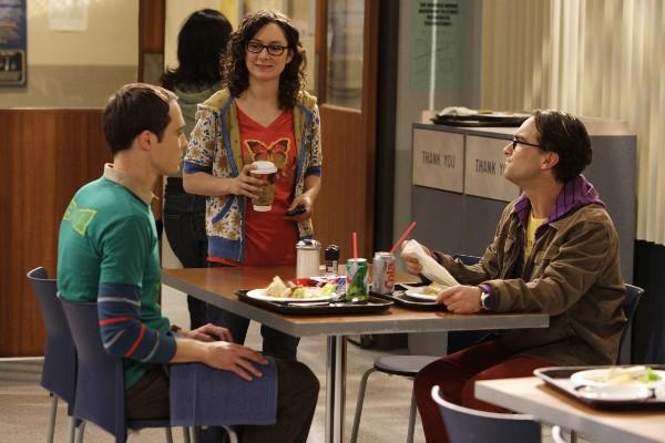 http://seriesaddict.fr/images/galerie/The-Big-Bang-Theory/promo2x02/Leonard-Leslie-et-Sheldon-1.jpg