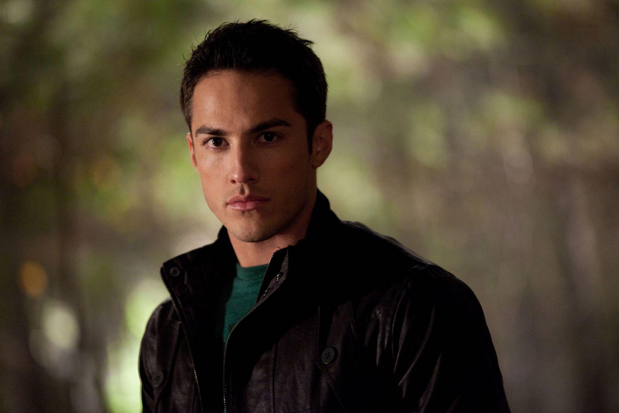 Tyler-The-Vampire-Diaries-2x13